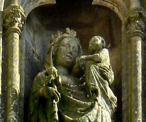 N° 40 - L'enfant Jésus tenant un oiseau